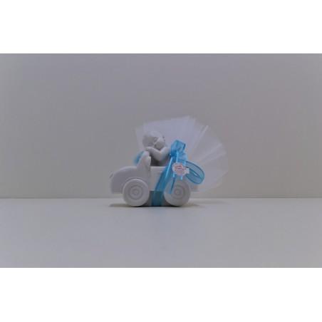 Grande voiture blanche avec bébé