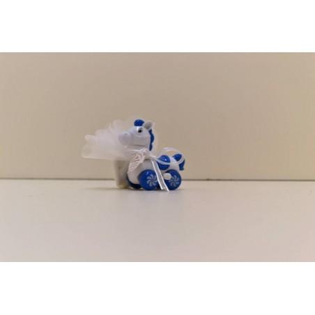 Cheval bleu et blanc sur roue